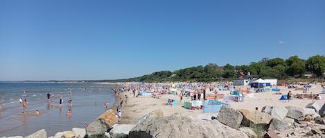 Tłumy na plaży w Ustce w długi weekend czerwcowy